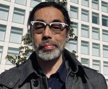 Takaya Imamura en una imagen frente al edificio de Nintendo, en el último día de trabajo en al compañía