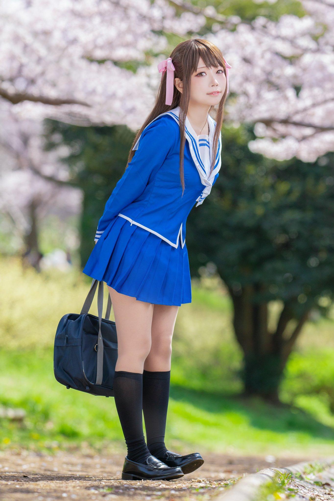 Fotografía de la cosplayer Yuyu_cos como Tohru Honda de 'Fruits Basket'.