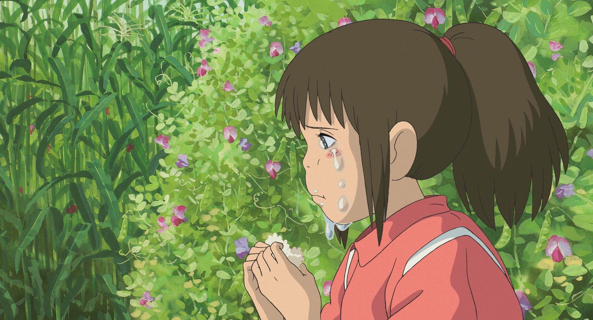 Imagen tomada de 'Sen to Chihiro no Kamikakushi' con la protagonista de perfil y llorando.