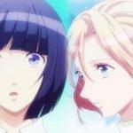 Imagen tomada del anime 'Runway de Waratte' con los protagonistas con cara de sorpresa y el cielo azul al fondo.